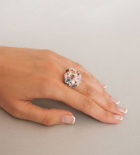 Strieborný prsteň 19003 na ruke