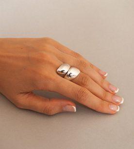 Strieborný prsteň Ulita 19022 na ruke