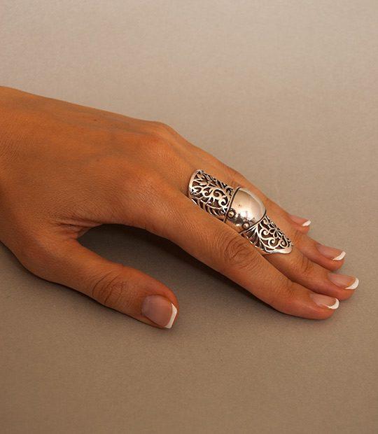 Strieborný prsteň Abcházia 19027 na ruke -1