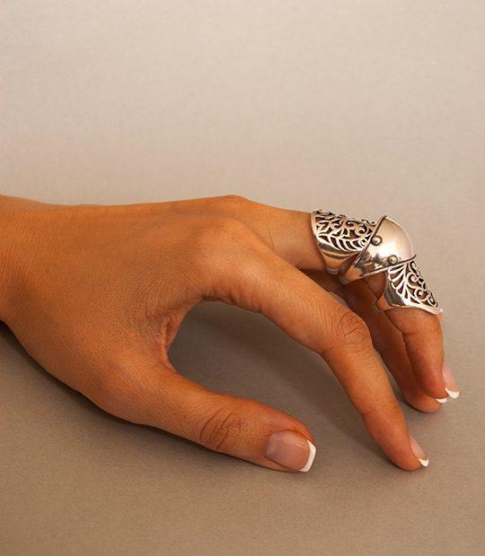 Strieborný prsteň Abcházia 19027 na ruke - 2