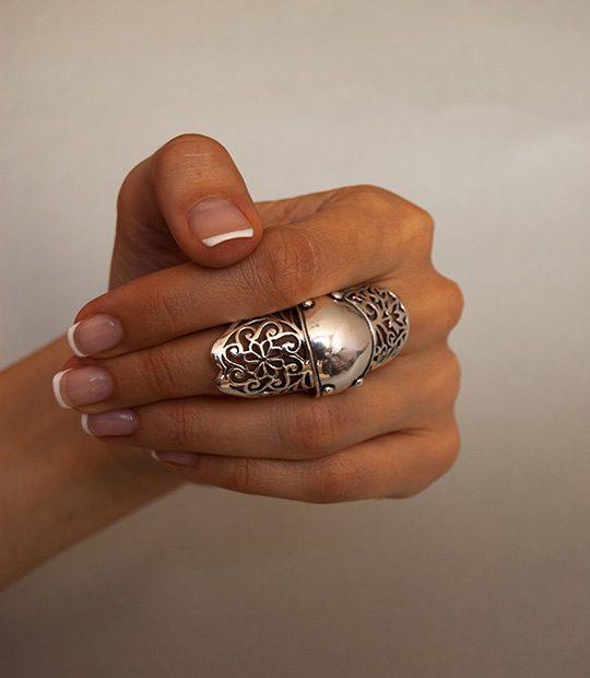 Strieborný prsteň Abcházia 19027 na ruke -3