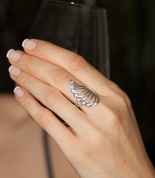 Strieborný prsteň Čarovný blues 19053 na ruke 1