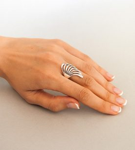 Strieborný prsteň Čarovný blues 19053 na ruke 2