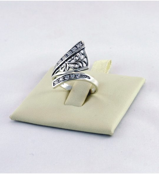 Strieborný prsteň so zirkónmi – Artemida