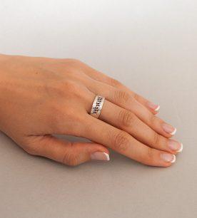 Strieborný prsteň Grécko 19035 na ruke
