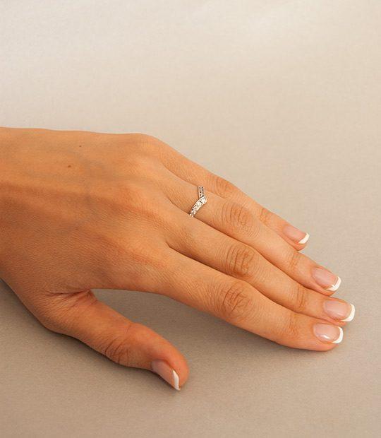 Strieborný prsteň Konvalinka 19030 na ruke 2