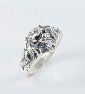 strieborny-prsten-lev