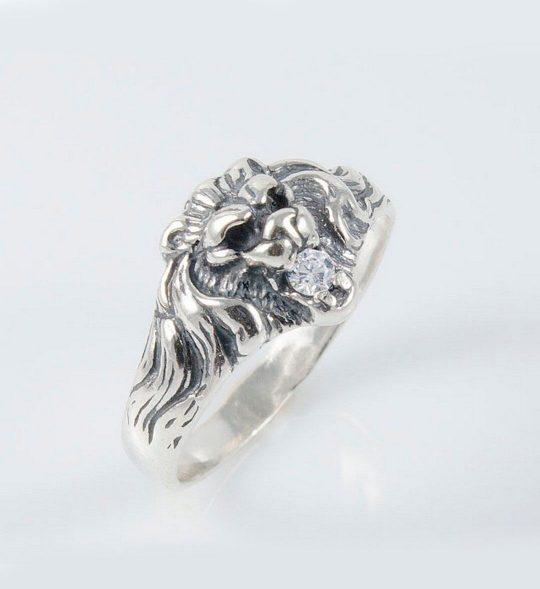 Strieborný prsteň so zirkónmi – Lev 19036