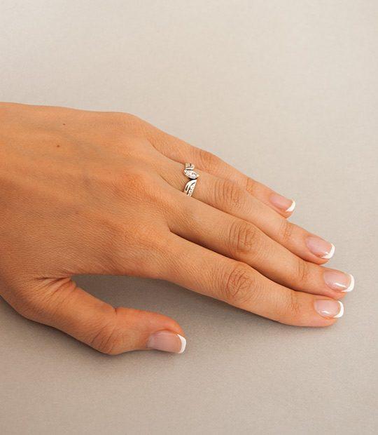 Strieborný prsteň Markíza 19031 na ruke 2