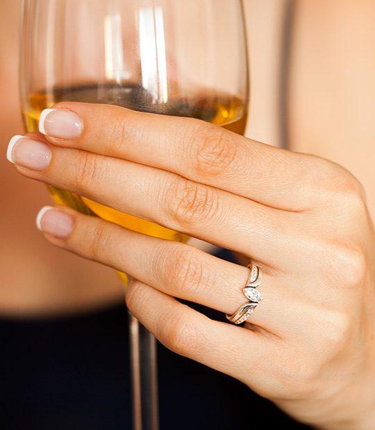 Strieborný prsteň Markíza 19031 na ruke 1