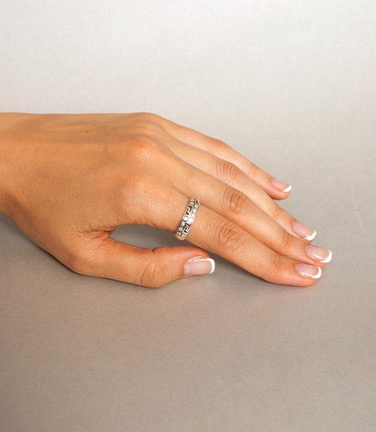 Strieborný prsteň Nové Grécko 19042 na ruke