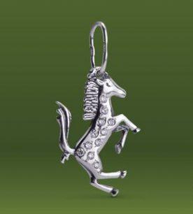 Strieborný prívesok so zirkónmi – Koník