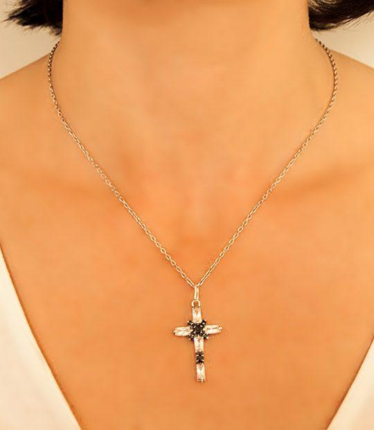 Strieborný prívesok so zirkónmi 39052 Krížik Crystal