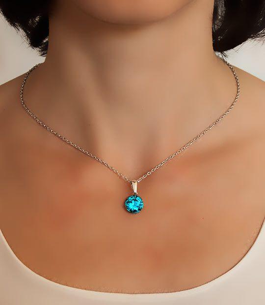 Strieborný prívesok so zirkónmi – Ornament modrý 39092g na retiazke