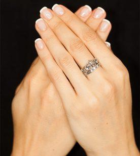 Strieborný prsteň Koruna Lekno 19065 na ruke