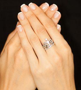 Strieborný prsteň so zirkónmi – Koróna Byzancia 19067 na ruke