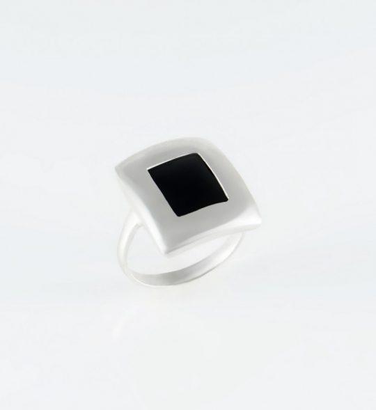 Strieborný prsteň s kameňom – Obrazovka black