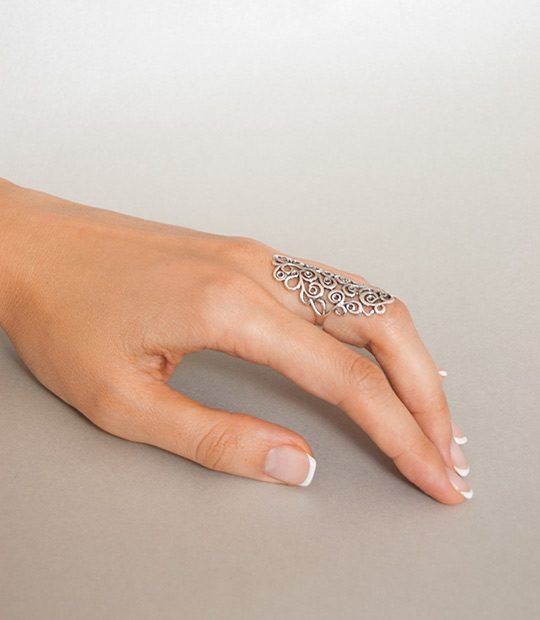 Strieborný prsteň Ankara 19099 na ruke 2