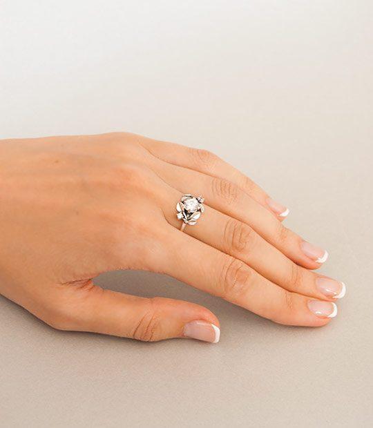 49b9848b9 Strieborný prsteň so zirkónmi Jablkový kvet číry | Argentum-Shop
