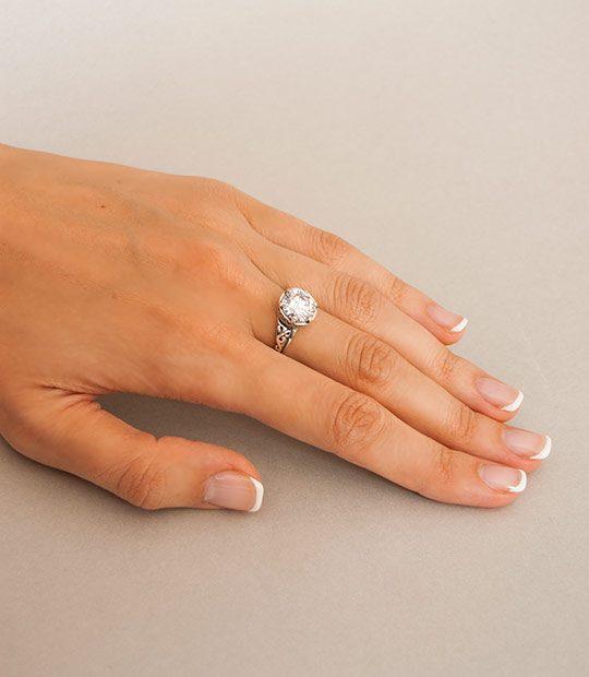 Strieborný prsteň so zirkónom – Ornament 19057 círy na ruke