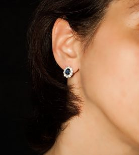 Strieborné náušnice so zirkónmi - 29090 Jar tmavo-modré ucho